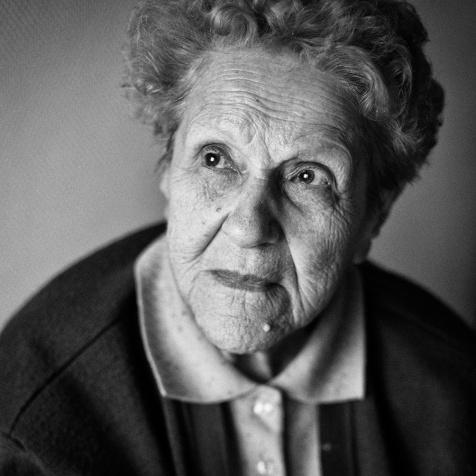 Arnaud Chochon ehpad senior maison retraite portrait noir blanc Ariège conseil départementalFRANCE - REPORTAGE ET PORTRAITS DANS UNE MAISON DE RETRAITE EHPAD