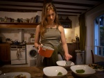 A girl making homemade cooking. Une fille cuisine à la maison.